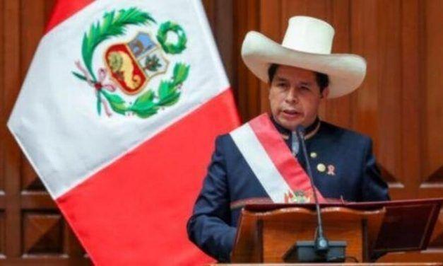 Castillo asume el poder en Perú