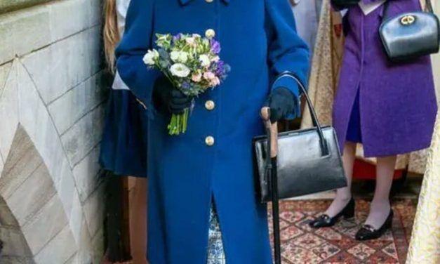 Reina Isabel II rechaza el premio a «Anciana del año»