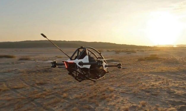 Presentan vehículo eléctrico volador que se conduce como consola de videojuegos