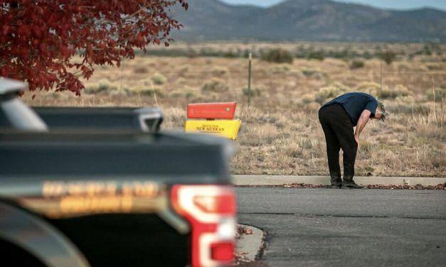 Actor Alec Baldwin mata accidentalmente a mujer durante rodaje